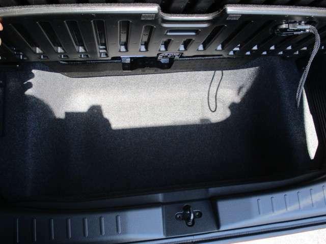 床下に大きな収納ボックスを装備。