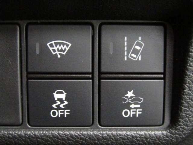 急ハンドル時などに起こる横すべりを制御するVSA(車両挙動安定化制御システム)を搭載!
