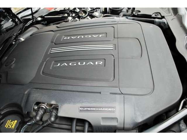 V6 3Lのスーパチャジャー付きエンジン。官能的なエンジンサウンドがドライバーを魅了します。