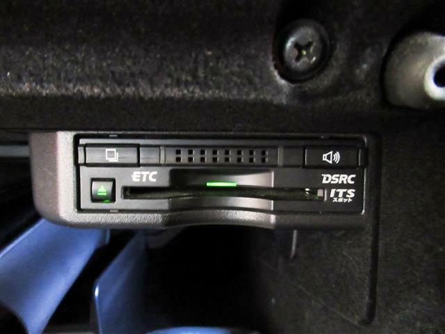 黒革シート・プリクラッシュS・レーダークルーズC・シートエアコン・バックカメラ・BTオーディオ・オートドアミラー・パドルシフト・純正18AW・ブルーレイDVD・メモリー付パワーシート・ドアバイザー