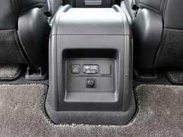 【 AC100V電源(1500W) 】HV・EXパッケージでは標準装備!対応する家電製品も使用可能なAC100V電源を搭載!旅行先やアウトドアで使えて便利ですね!