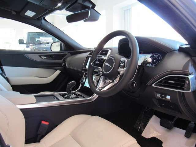 インテリアはライトオイスターで車内を明るくしています。