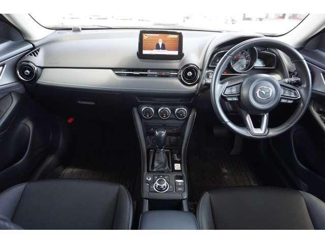 ドライバーの動きを考えて設計されたインパネです。使いやすさと同時にスタイルも追求されています。