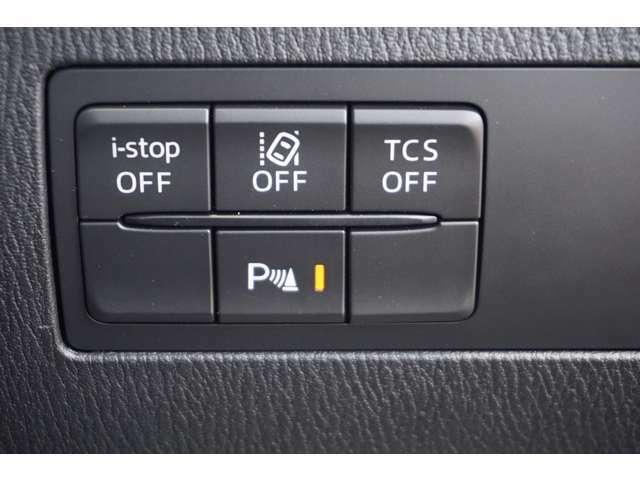 駐車時にうっかりミスを軽減させるコーナーセンサー付き