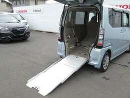 車いすを乗せるためのスロープ付