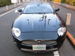 """●数少ない""""左ハンドル"""" ●ハイパワー(426ps)なラグジュアリースポーツオープンカーです """"R""""ですのでメッシュグリルやボンネットダクト等で上品且つ迫力有るマスクです"""