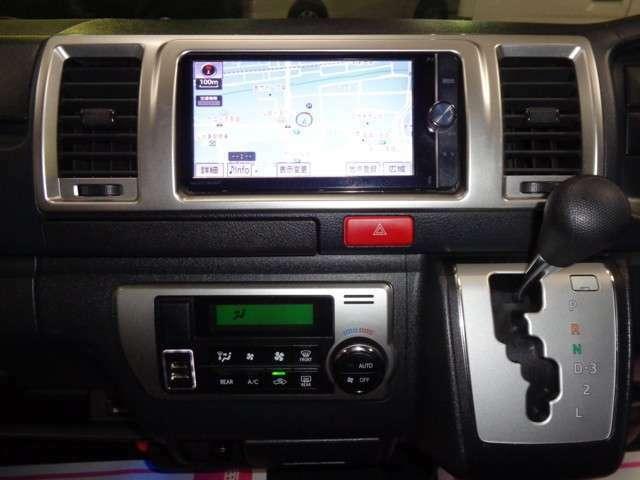SDナビ・フルセグTV(DVD・CD・BT・SDオーディオ)・ルームミラー内蔵バックカメラ・USB電源×2・AC100V!高額な部分ですので嬉しいおまけ!最新ナビへのグレードアップも承ります!