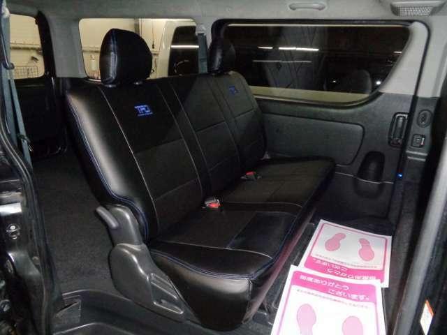 スーパーGLなら後席も快適!専用リクライニングシート・Wエアコン・両側スライドドアイージークローズ!リアシートベルト標準装備で同乗者も安心!後席モニター取り付けも承ります!