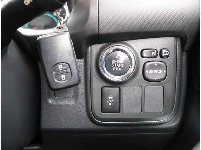 【スマートエントリー】キーをバッグやポケットに入れたままでもドアロックの開閉が出来るほか、エンジンキーを挿さなくてもエンジンスタートストップが出来ちゃいます!