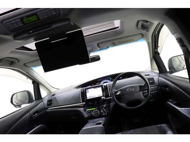 純正11インチフリップダウンモニター搭載!長距離ドライブも快適に過ごせます。