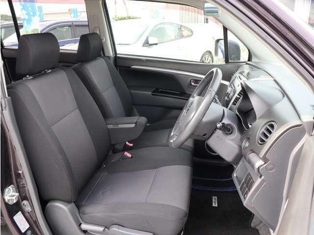【運転席シート】・・・一番多く乗り降りするシートですが大きなスレや切れもなく非常に綺麗な状態です☆ 是非一度お車をご覧になってみて下さい♪ お問い合わせは 0066-9711-734563 までお気軽にお電話下さい!