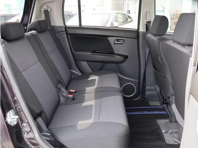 【後席シート】・・・後席シートも綺麗です!広々ゆったりお乗り頂けます☆細かい所までクリーニングしております♪
