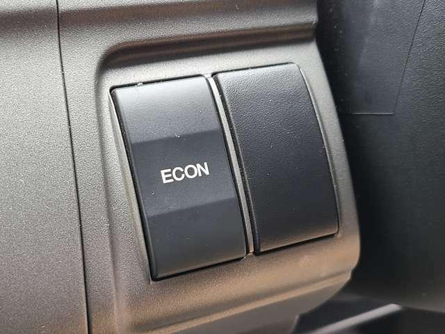 ECONスイッチを押すことでエンジンの回転数やエアコンの調整などをコンピューターが自動で制御し、より低燃費を実現することができます♪