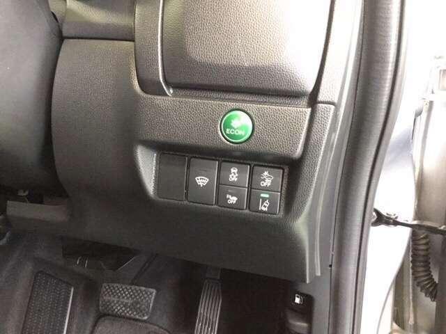 ECONスイッチはエンジンやエアコンを制御して省エネをサポートしてくれますよ