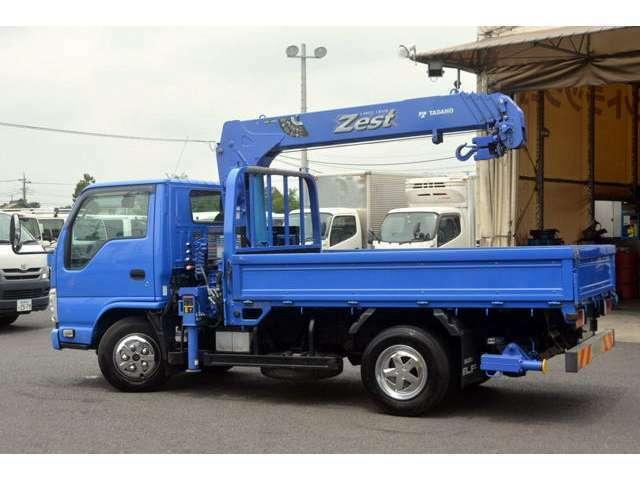バン・トラックという1台1台仕様の異なる物件を、専門知識に基づき分かりやすく説明させて頂きます。お問い合わせはフリーダイアル0066-9711-212393にて、お待ちしております。
