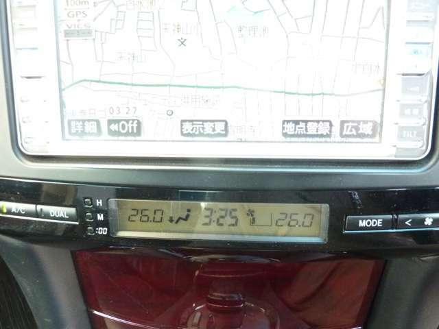 デュアルエアコン装備で左右別々の温度に設定できます♪もちろんオートエアコンですので、ラクラクです♪