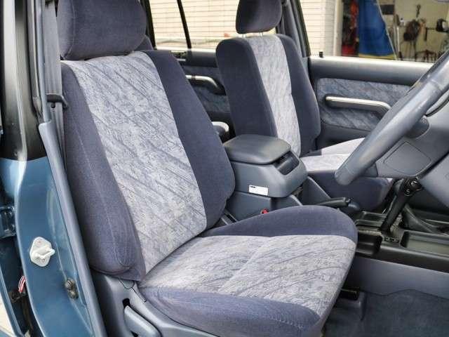 状態の良い運転席&助手席シートです。ブラックシートカバーなどアレンジメントも可能です!