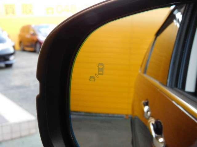 ブラインドスポットインフォメーション&後退出庫サポートシステム。走行時、並走する後続車を検知。また、車庫からバックで出庫する際、左右から近づく車両を検知します。(EXグレード専用装備)