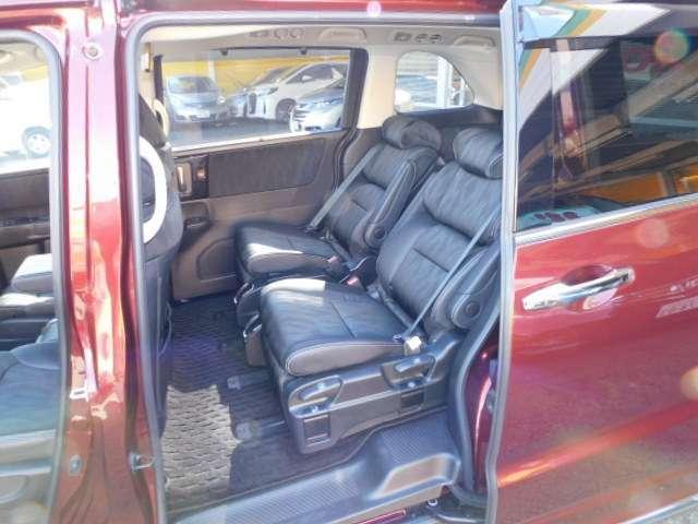 プライムスムースコンビ7人乗りプレミアムクレードルシートです。LEDウェルカムライト付パワースライドドア
