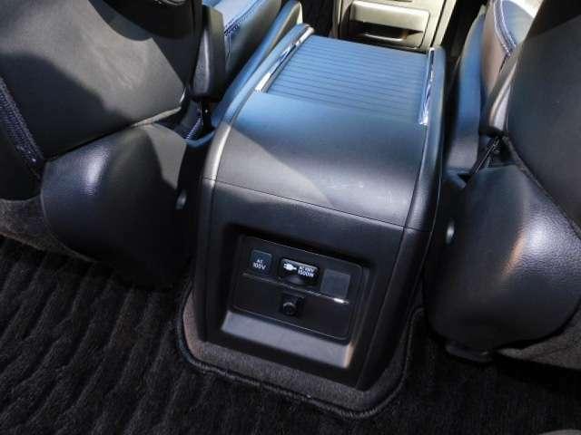 AC100V/1500Wコンセント付センターコンソールボックス&大型アームレスト(※)メーカーオプション設定