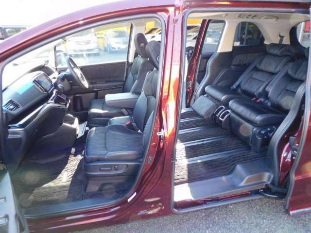 4人乗り状態でのシートアレンジです。(ロングスライドモード)、後席エアコンも快適なオートエアコンです。(トリプルゾーンコントロールフルオートエアコン)