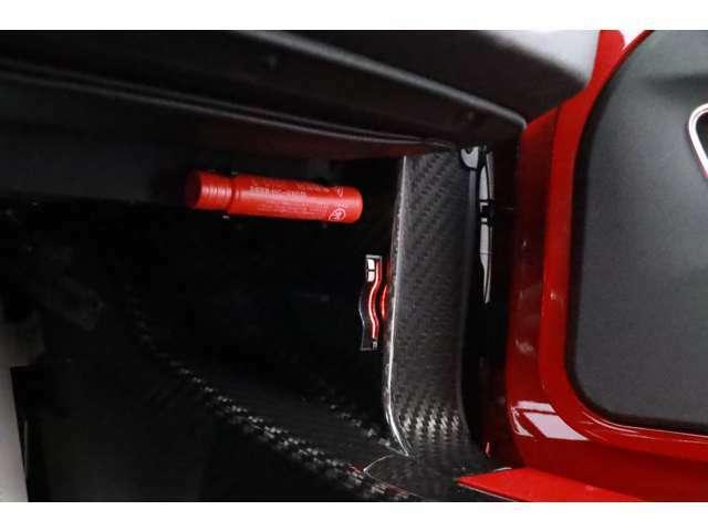 ETC車載器もカードの出し入れがしやすいグローブボックス内に装備しております。
