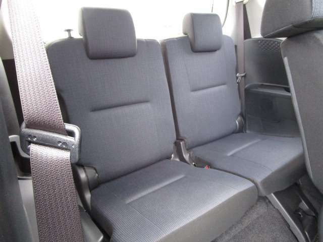 サードシート 3列シートの7人乗り サードシートは格納出来ます。