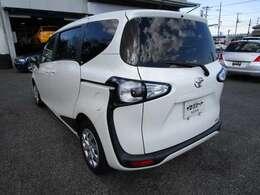 シエンタの左リヤビュー UV&プライバシーガラスで、車内の紫外線&プライバシーをシャットアウト