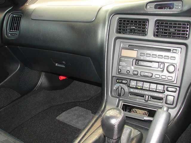 トヨタ純正CD&カセットデッキを装備~♪♪カセットテープに人気が出てきており、カセットテープの音源を聞く事が可能です!