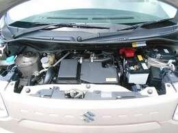 エンジンルームの様子です。エンジンルームがキレイですと、不具合等の発見もし易く、コンディションのチェックや維持の面でとってもプラスです!さらに当店でしっかり整備してご納車しますので安心です!