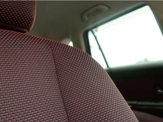 プレミアムコンパクトカーという位置づけなだけあって、こだわりを感じるシート生地&カラー!