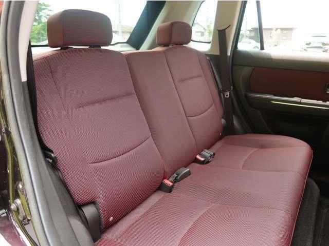 後部座席もラゲッジスペースの広さよりも、座り心地を優先させた豪華仕様となっております。