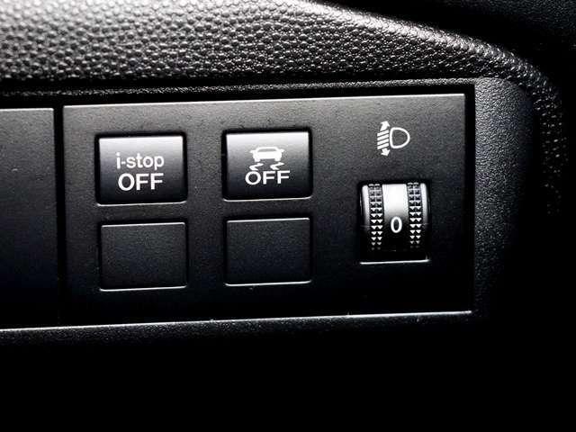 アイドリングストップが搭載しておりますので、信号待ちなどでは自動的にエンジンを切る為、排出される排気ガスを削減するので環境に優しいです☆また、燃料の消費の節約になりますのでお財布にも優しいですね♪
