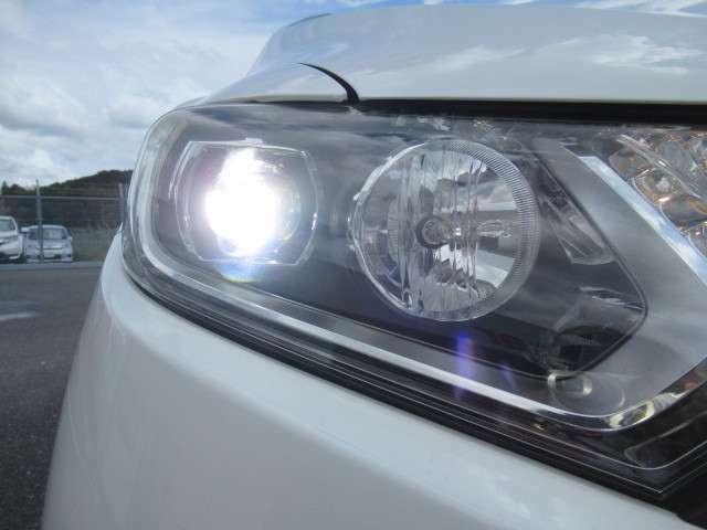 LEDヘッドライトで夜間も視界良好!