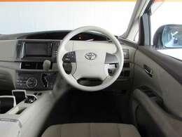 握りやすいハンドルと、とても便利なステアリングオーディオスイッチ付き! CVTインパネシフトで視線移動が少なく運転がしやすい車です!