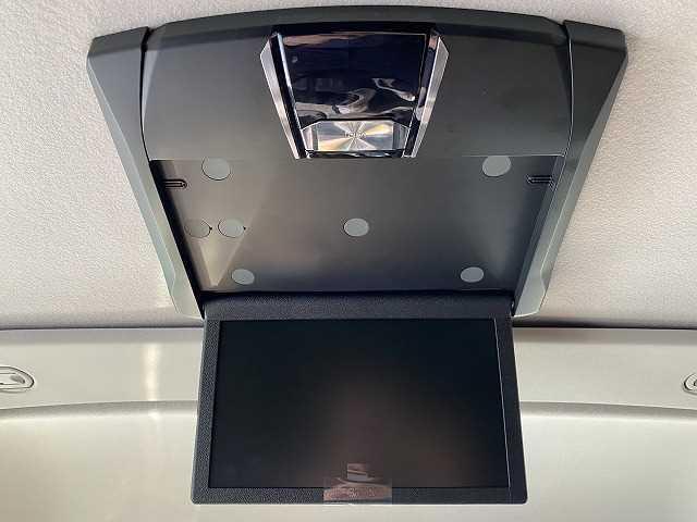 新品アルパイン10型フリップダウンモニター装備!!ロングドライブも快適です!!
