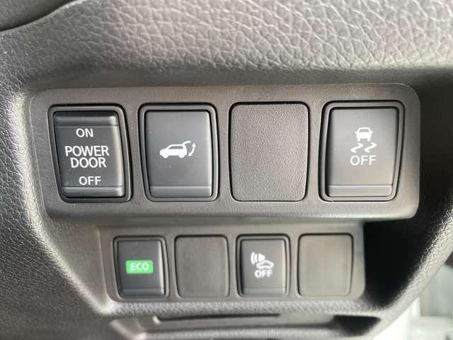 ボタン一つで自動でバックドアの開閉ができるオートバックドア付き!