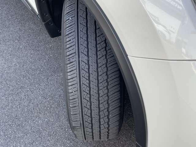 タイヤの溝はまだありますが、現車確認の際にご確認ください