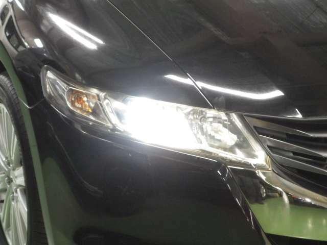 HIDヘッドライトは夜道を明るく照らし夜間走行の精神的負担を和らげてくれます。これで夜道も安心して運転できますね!