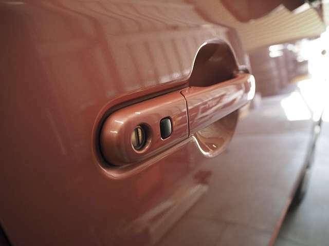 ワンタッチのドアロック。