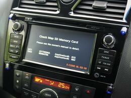 純正SDナビ付きです!地デジフルセグTVの視聴はもちろん、DVD再生、Bluetoothの機能が付いています♪