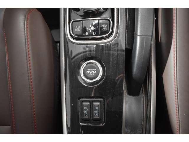 三菱伝統の4WDシステムを搭載◆◇必要なときにはカンタンに4WDモードに切替え★道を選ばずオフロードを走破!シートヒーター(運転席&助手席)装備(*^-^*)