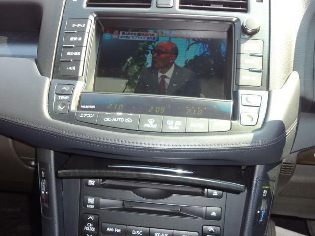ナビゲーション付きで遠方へのドライブも安心。目的地まで快適なドライブをお楽しみ下さい。