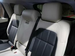 快適性は抜群!広々したリヤシートでは安心安全かつリラックスしてお乗り頂けること間違いありません!後ろの席にもシートヒーターが装備されてますので冬場も快適にお乗り頂けます!