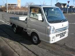 フロントメッキグリル・フォグランプ付で格好いい外装の軽トラックです♪