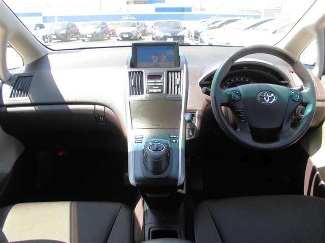【運転席・インパネまわり】 ハンドル・シート・フロアーなど隅々までプロによるクリーニング済み☆彡キレイな車内でドライブが一層快適にお楽しみいただけます。!!