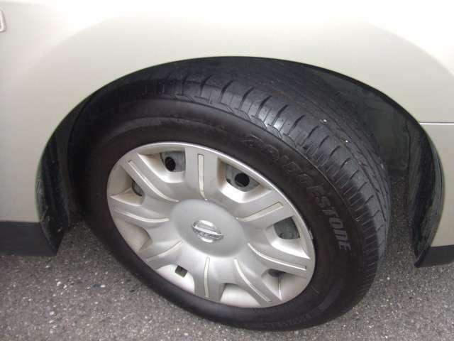 タイヤ4本とも新しく、溝もばっちりあります!