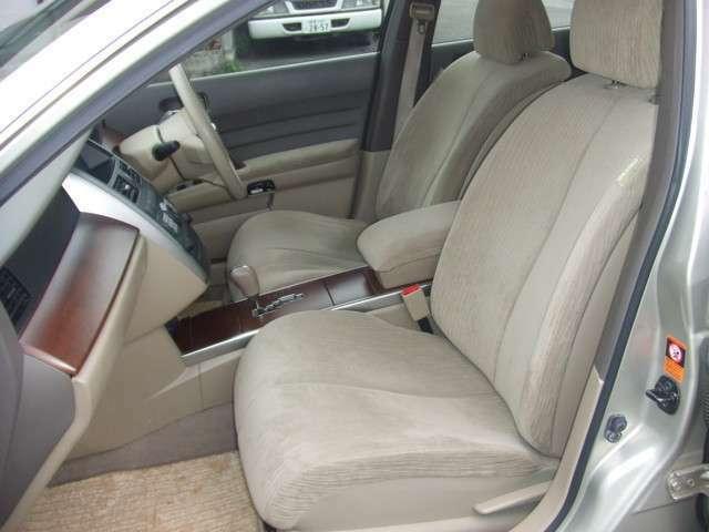 運転席・助手席・サイドエアバック・ABS付きで安心です!