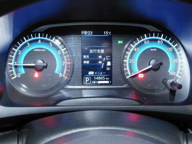 スピードメーターも大きて見やすく、液晶の表示も大きくてわかりやすいです。