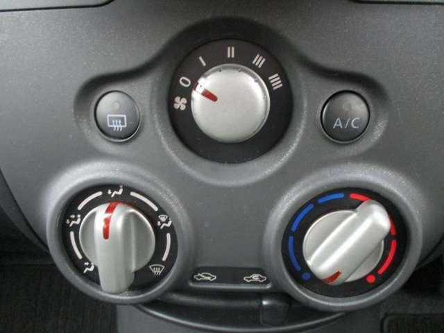 レトロなデザインで、使い勝手に優れたダイヤル式のエアコンが、快適なドライブを演出致します♪